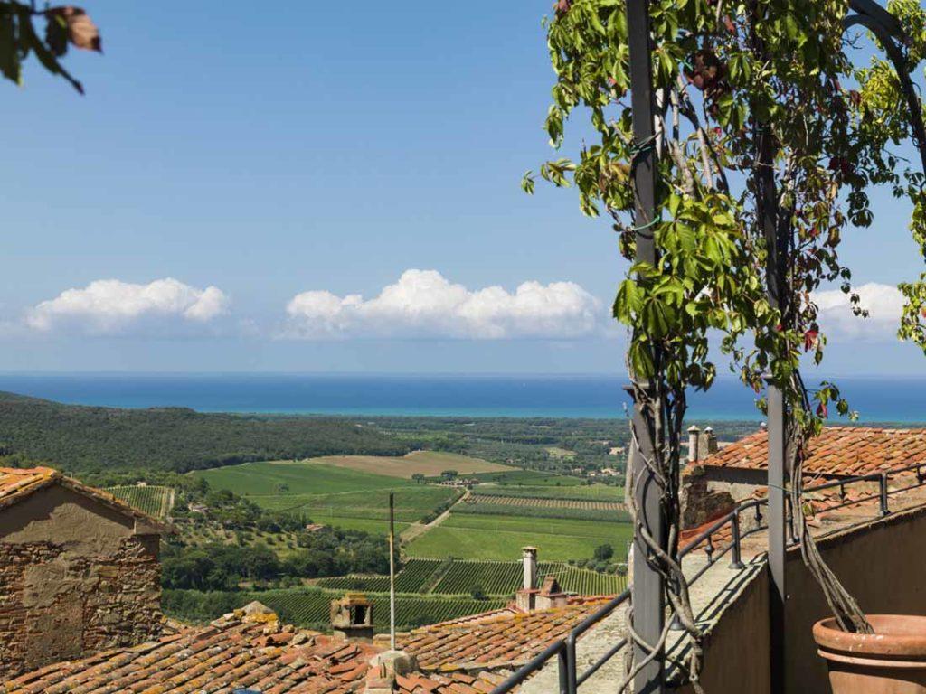 vista di Castagneto Carducci da Castello di Castagneto Carducci