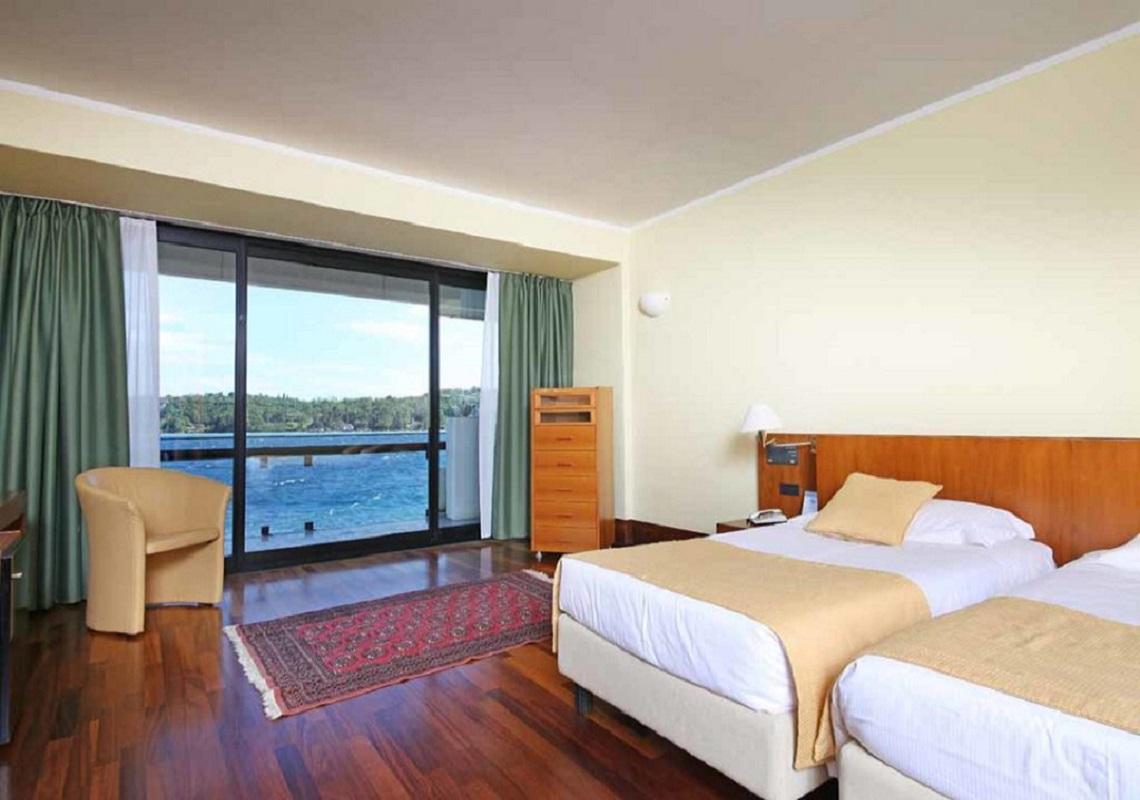 Vista lago dalla camera dell'Hotel Salò du Parc a Salò. Geco Hotels